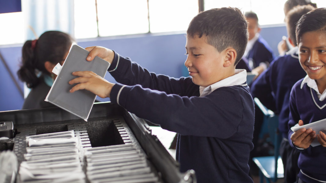 D. Innovación, Educación y Tecnología